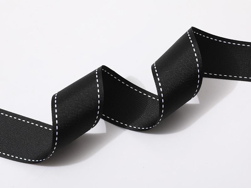 Tejido de tafetán de poliéster reciclado de borde en negro con bordes cosidos