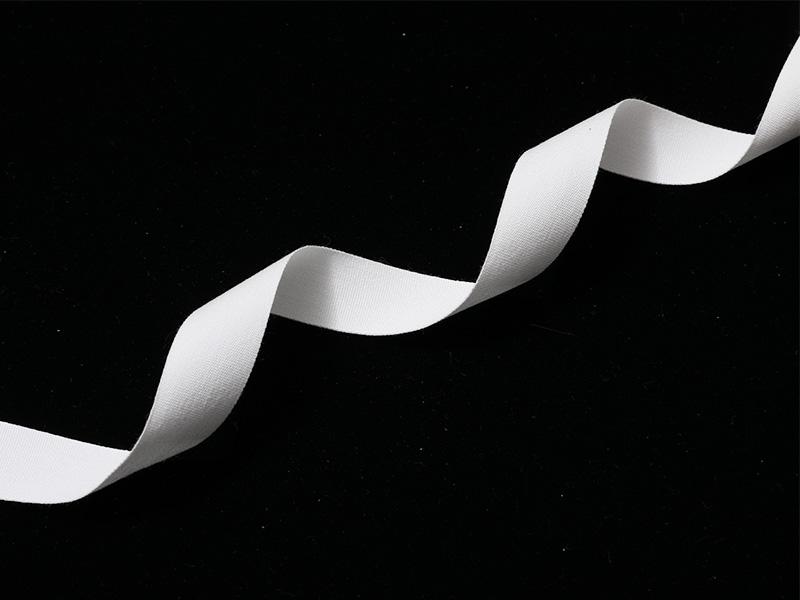 Tafet de algodón de doble cara con borde tejido en color blanco
