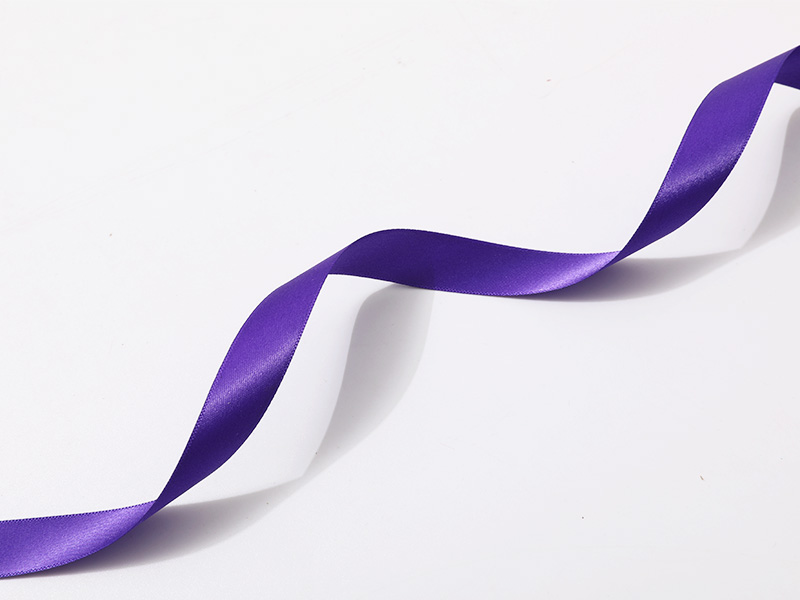 Doble cara satinado poliéster borde satinado en color violeta