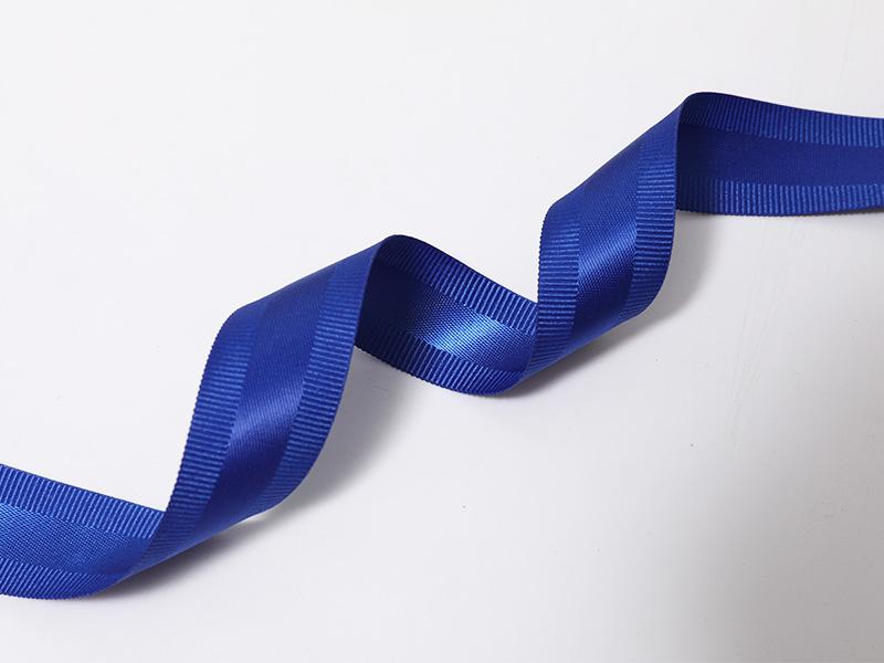 Borde tejido de doble cara con bordes de tafetán en color azul